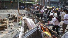 Una barricada armada por los manfestantes en Yangon, la principal ciudad de Myanmar.