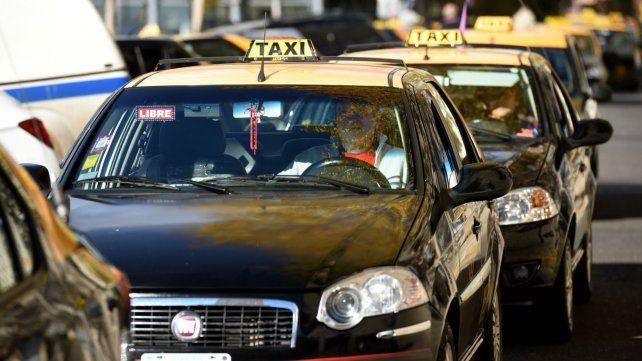 Los dueños de los taxis dicen que hay un desfasaje del 70 por ciento.