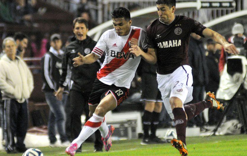 Teo Gutiérrez recibió sólo en tres cuartos de espaldas