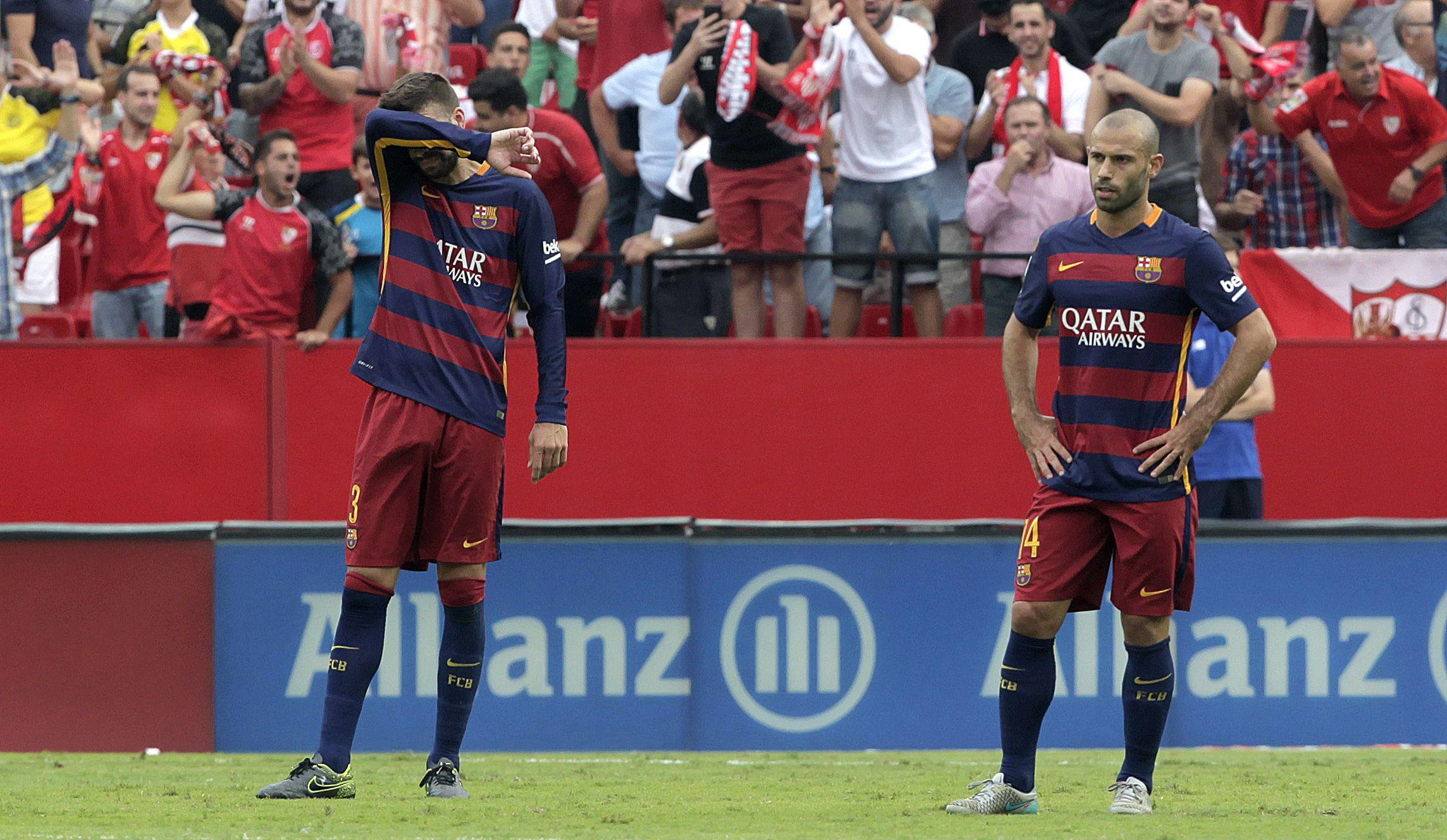 Piqué y Mascherano y la resignación al final del partido jugado hoy.