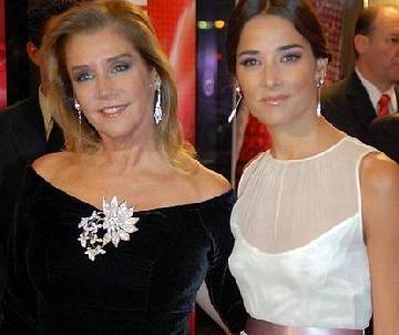 Marcela Tinayre llega esta noche al país para acompañar a Juana Viale