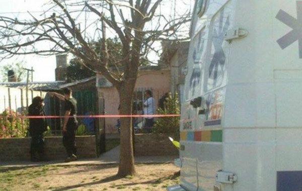 El frente de la propiedad donde sucedió el asesinato. (Foto vía Twitter @JoseljuarezJOSE)