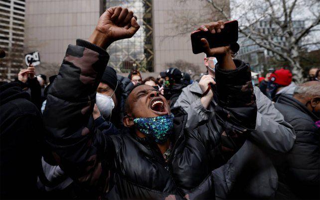El 'caso Floyd' despertó la mayor ola de protestas contra el racismo en Estados Unidos desde el asesinato de Martin Luther King y provocó una verdadera catarsis nacional. En la imagen