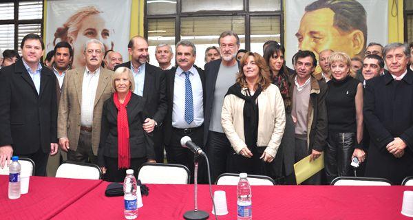 Rossi consiguió la foto de la unidad del justicialismo, con Perotti, Bielsa y Mercier