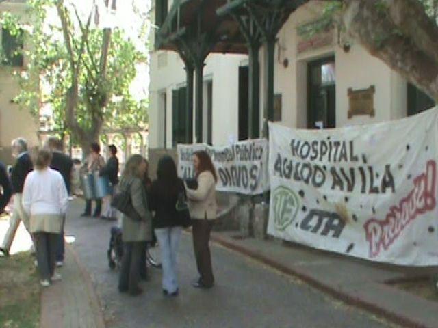 Trabajadores del Agudo Avila reclamaron con una batucada adentro de la institución