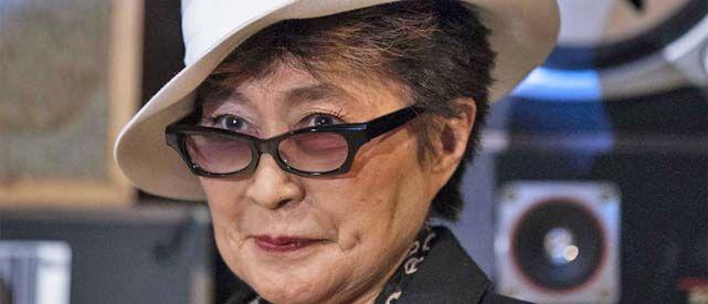 Yoko Ono entregó el premio al esposo de una de las Pussy Riot.