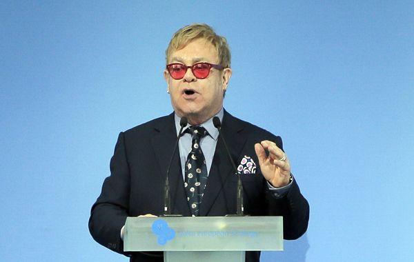 El Kremlin negó un diálogo entre Elton John y Putin por derechos de gays