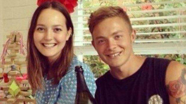 Samuel junto a su hermana Bronte.