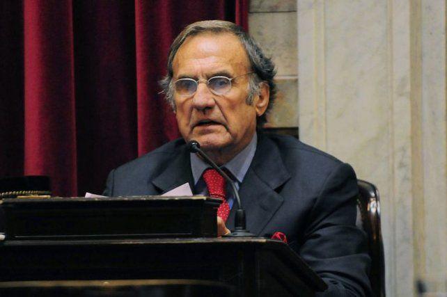 El senador Carlos Reutemann reingresó al sanatorio Santa Fe el domingo pasado y ahora su estado se agravó.