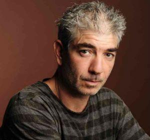 El escritor Marcelo Birmajer presentó en Rosario su nueva novela El Club de las Necrológicas.