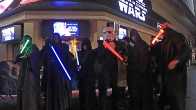 Los fans de Hollywood. El Dolby Theatre de Los Angeles