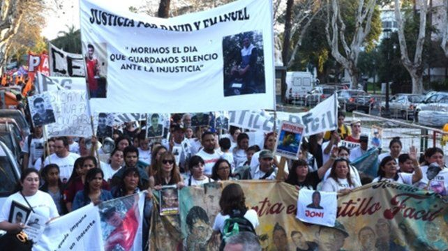 Dolor. Familiares de víctimas de gatillo fácil encabezaron la marcha.