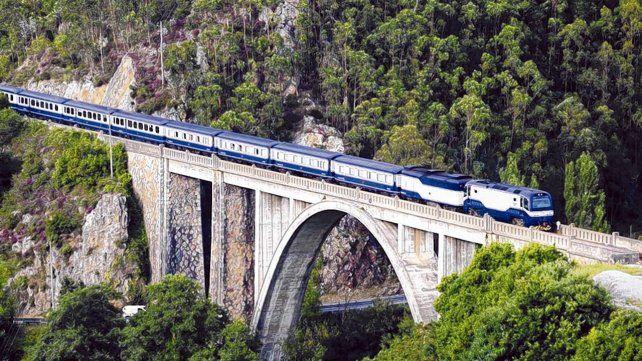 De película. Los trenes turísticos de lujo de Renfe ofrecen un servicio completo que incluye el alojamiento y comidas.