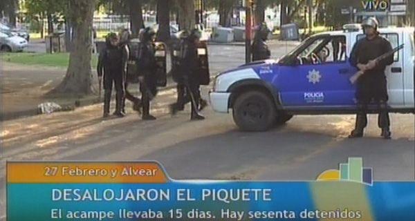 La policía desalojó el piquete de Oroño y 27 de febrero y demoró a los manifestantes