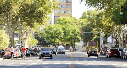 Mientras el centro se estanca, los barrios suman comercios y viviendas