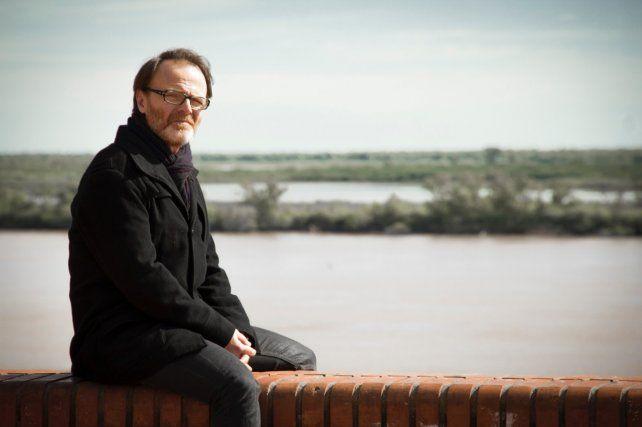 Luis Machín da vida a un escritor que vuelve a su ciudad a ver las heridas del pasado.