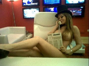 TW ART: Alfano se desnudó en la oficina de sus jefes