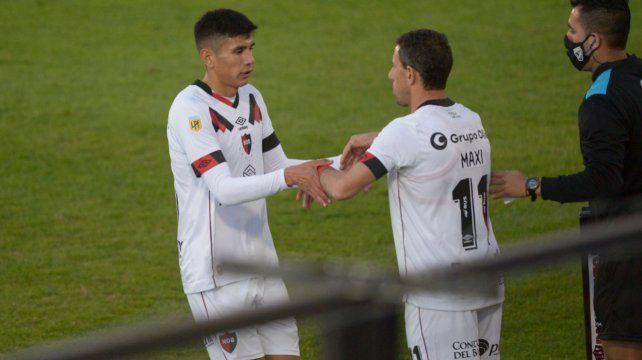 Maxi Rodríguez ingresa por el juvenil Nicolás Castro. Fue la reaparición de la Fiera.