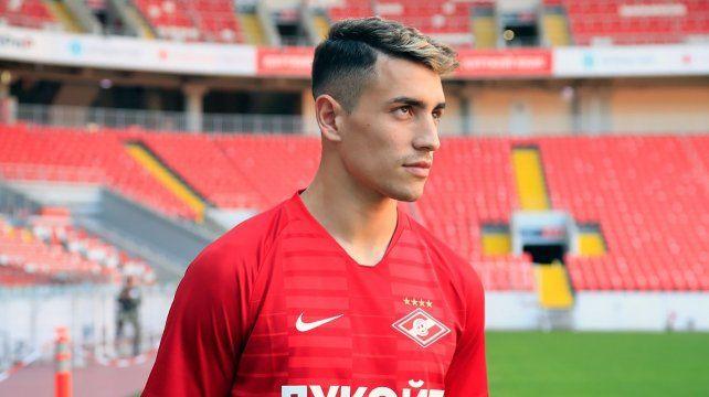 Estreno. Ponce se puso la camiseta de Spartak y recorrió su estadio. El delantero viene de jugar en AEK Atenas.