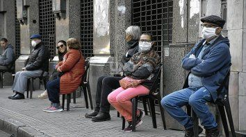 Según Eugenio Semino, el defensor de los adultos mayores, el 60% de los 7 millones 400 mil adultos mayores recibió una dosis de la vacuna contra el coronavirus.un