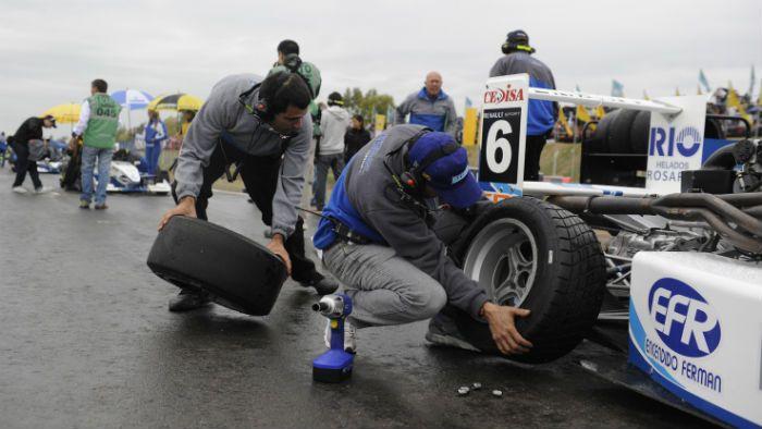 Fiesta bajo el agua en Rosario: Werner fue el claro vencedor del Súper TC 2000