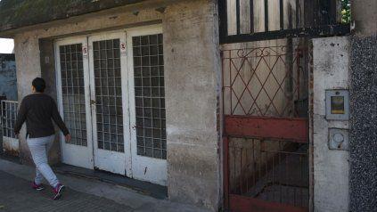 Rejas. La casa, a la que se ingresa por de pasillo de Santiago 3558/60, donde estuvo encerrada la mujer.