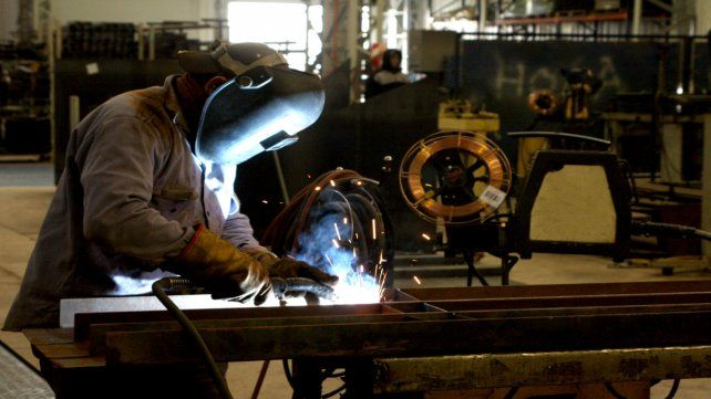 Argentina, el país con mayor caída industrial