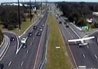 En Nueva Jersey una avioneta aterrizó de emergencia en una autopista. No hubo heridos.