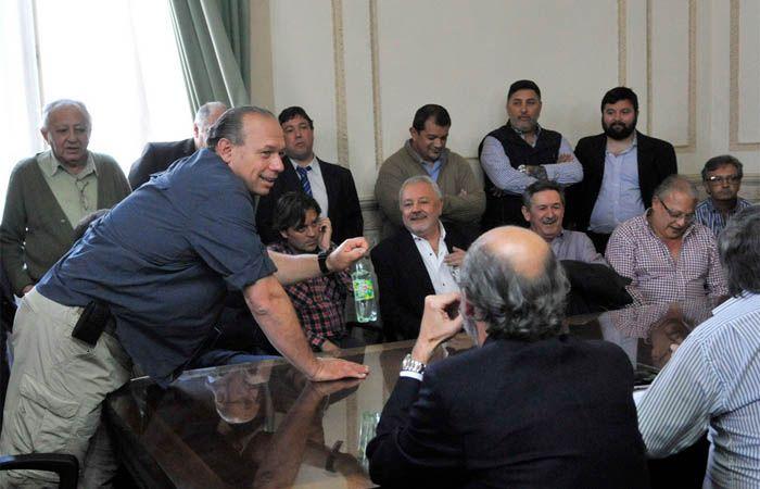 Berni se reunió ayer con autoridades de la provincia y referentes de los gremios de Rosario. (Foto: V. Benedetto)