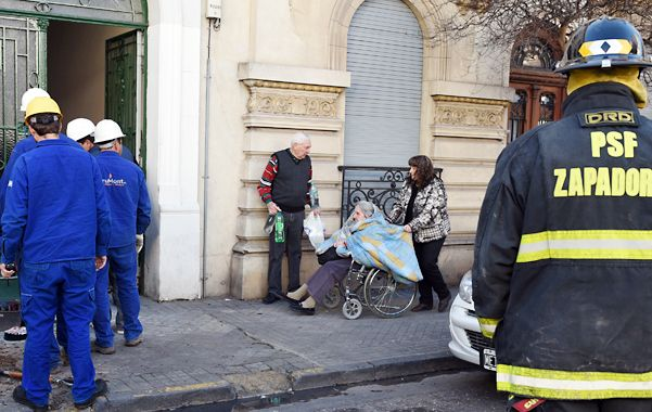Ocurrió ayer por la tarde en España entre Catamarca y Salta. Las razones aún se desconocen. Los abuelos del residencial fueron evacuados por los Bomberos Zapadores.