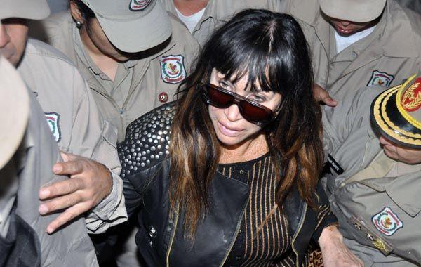 La vedette Moria Casán declaró el miércoles ante la fiscalía paraguaya y regresó a la Argentina.