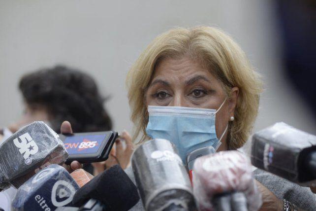 La ministra de Salud de la provincia brindó declaraciones en predio de la ex Rural donde se habilitó el vacunatorio para mayores de 90 años