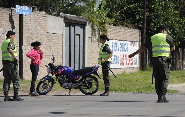 Gendarmería colabora en los operativos de control vehicular en distintas zonas de la ciudad.