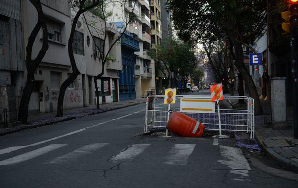 Los corralitos devienen en obstáculos que complican el tránsito y hasta llegan a causar accidentes.