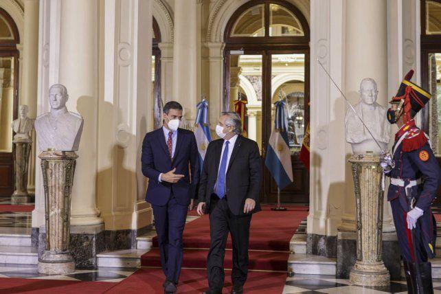 Fernández junto presidente español Pedro Sánchez