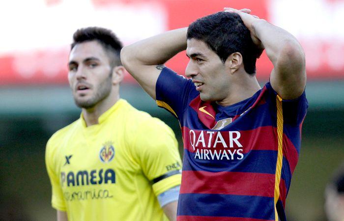 Luis Suárez se lamenta. El Barça quería más pero el empate igual le sirve.