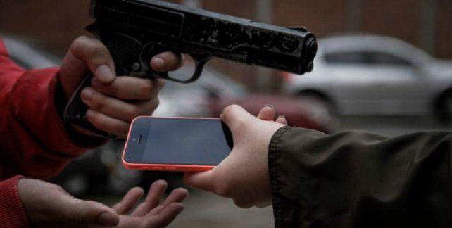 Robo de celulares. La modalidad delictiva genera un comercio ilegal de más de 200 millones de pesos mensuales.