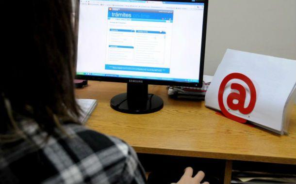 Las diligencias vía web aumentaron 33 por ciento el año pasado. Las multas de tránsito encabezan las tramitaciones frente al Estado local.