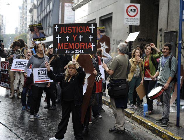Traemos estas máscaras para significar la cárcel que pedimos para los que siguen libres