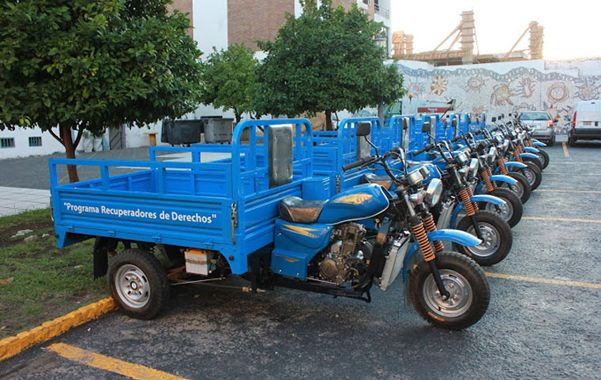 Motocarros. Los cartoneros canjean sus caballos por motovehículos.