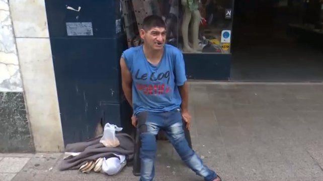 Atacaron a un indigente discapacitado y le robaron la silla de ruedas