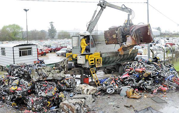 Chatarra. El año pasado ya se realizó una compactación de vehículos.