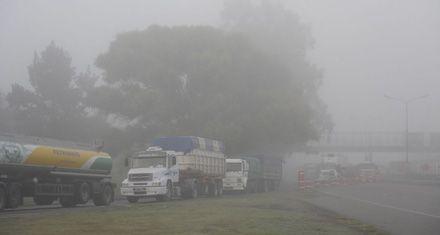 Cerraron por varias horas la autopista a Santa Fe por la niebla