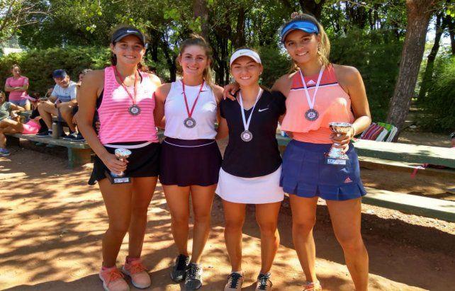 Ganadoras.El futuro del tenis femenino estuvo presente en Roldán.