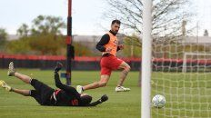 El delantero mejoró de la fatiga muscular y jugaría el lunes ante Talleres en el Coloso.