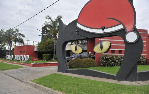 Zona noroeste. El motel Gato Negro está ubicado en la colectora de Circunvalación 25 de Mayo al 1500 bis.