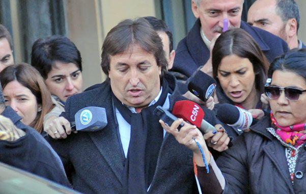 Rodeado. Núñez Carmona hizo breves comentarios a la prensa luego de presentar el escrito ante el juez Ariel Lijo.