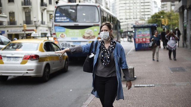 Uruguay, que sigue aplanando la curva de contagios, libera más gente y ómnibus en la calle