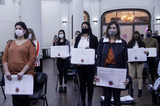 La UNR organizó un emotivo acto de entrega de títulos a profesionales de la salud