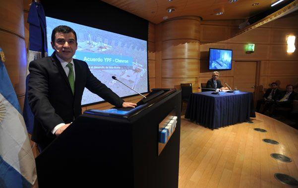 Alianza. Galuccio explicó el acuerdo por Vaca Muerta junto al responsable de Chevron para Africa y América latina.